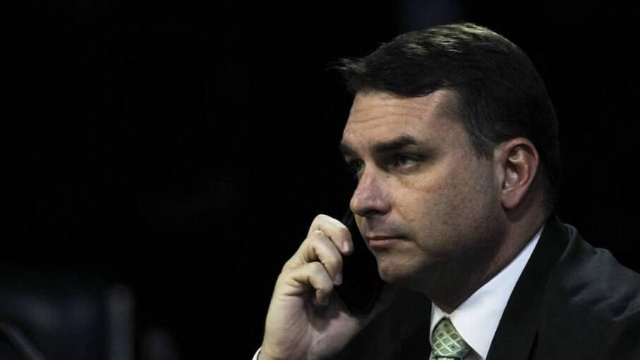 Flávio Bolsonaro, investigado no caso das