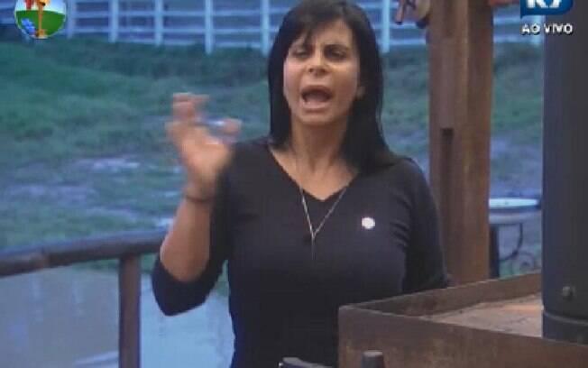 Gretchen ataca Penélope Nova no Celeiro para Sylvinho