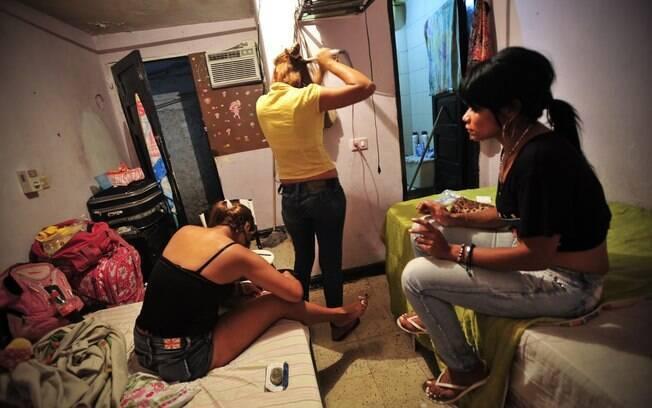 Repercussão global de escândalo surpreende prostitutas da