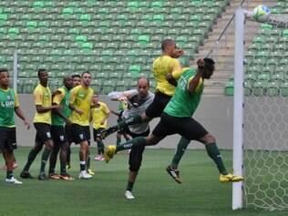 Jogadores aprovaram atividade no estádio da partida deste sábado