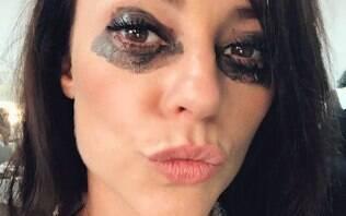 """Paolla Oliveira surge com maquiagem borrada e fãs reagem: """"desaforo de beleza"""""""