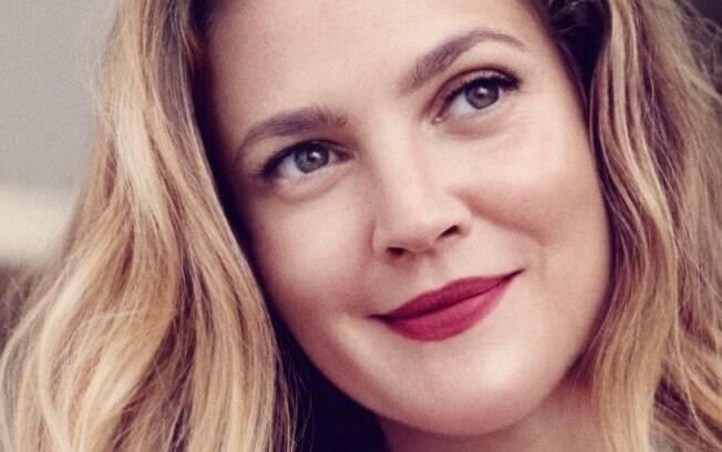 Drew Barrymore conta que não tem vontade de fazer novas plásticas com medo de ficar viciada e morrer
