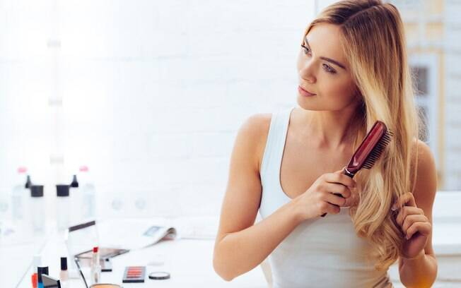 A chegada do verão pode deixar os cabelos mais oleosos. Veja como cuidar deles.