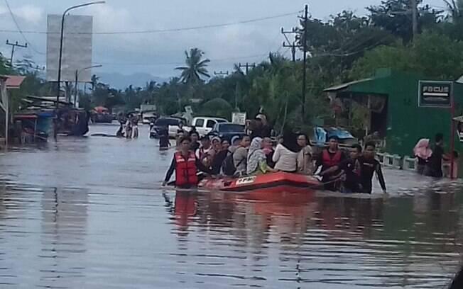 Fortes chuvas deixaram rastro de destruição na Indonésia
