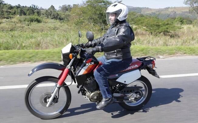 Honda XLX 350R 1988: pedal de partida e a nuvem de gafanhotos