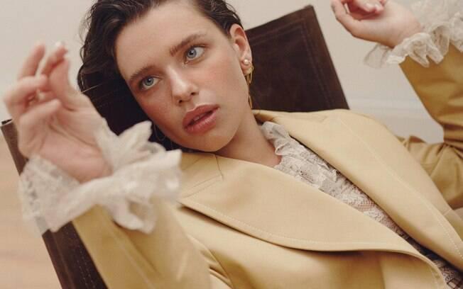 Bruna Linzmeyer estampa capa da Revista Glamour