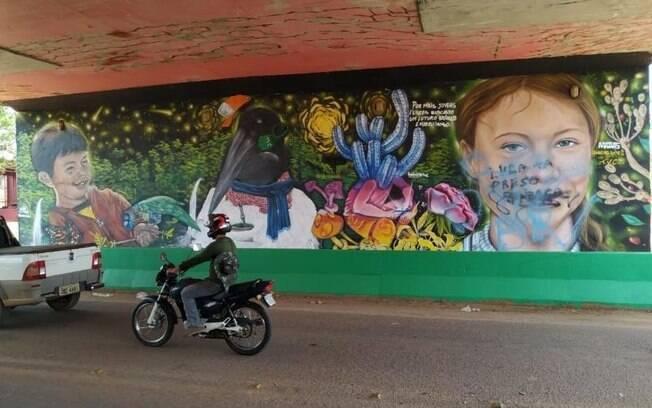 Grafite que levava a imagem de Greta Thunberg foi apagado após pixação