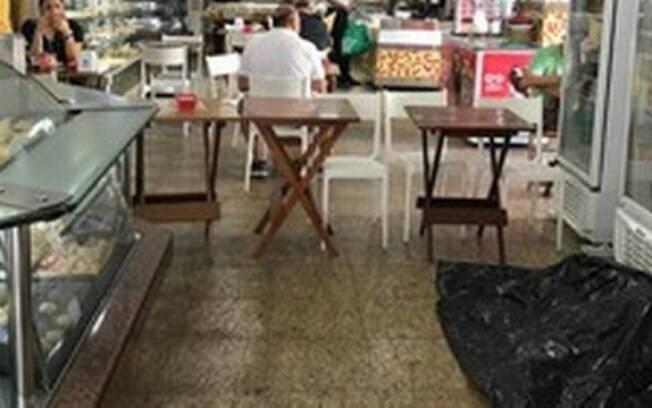 Morador de rua morreu em padaria, que continuou aberta