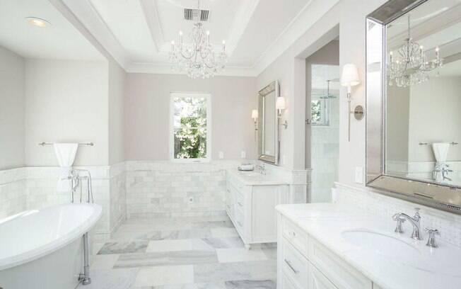 Pequenos detalhes fazem a diferença na organização do banheiro.