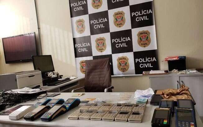 22 máquinas de cartões de créditos foram apreendidas e um homem, de 29 anos, está sob investigação.
