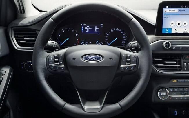 Embora o desenho do painel seja parecido com o do Ford Focus anterior, acabamento ficou mais caprichado