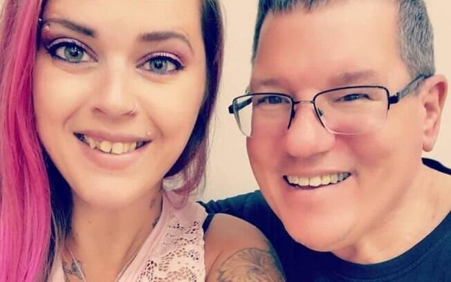Bryan e Amy Mappe começaram a conversar em 2011 pelo Facebook e a amizade evoluiu para um relacionamento amoroso