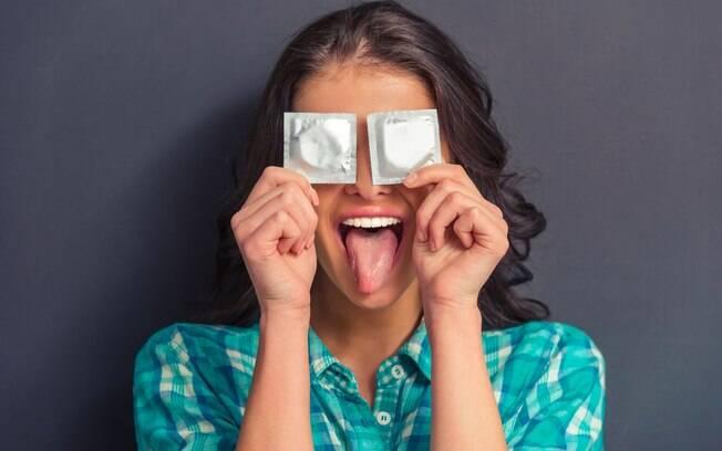 Camisinha e a pílula são os métodos anticoncepcionais favoritos dos brasileiros, segundo pesquisa da NZN Intelligence