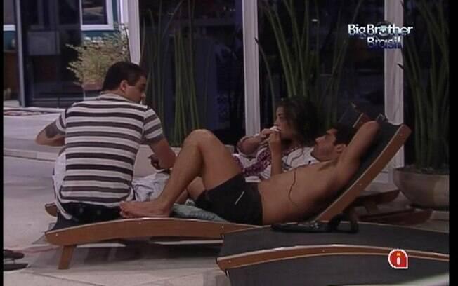 Jogadores da Selva conversam sobre o affair entre Renata e Rafa