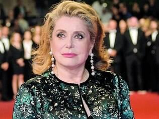 """Tapete vermelho.  Catherine Deneuve foi ao festival de Cannes para lançamento de """"La Tête Haute"""""""