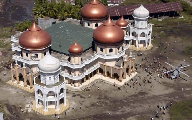 Mesquita Grand Baitul Makmur, em Meulaboh, após tsunami de 2004 que destruiu a Indonésia (arquivo). Foto: Wikimedia Commons