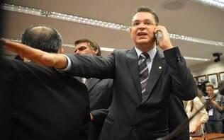 """Deputado propõe que cônjuges morem em Brasília para """"evitar traições"""""""