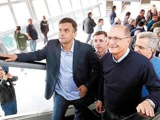 Trem. Ao lado do governador de São Paulo, Geraldo Alckmin, Aécio visitou uma estação de monotrilho