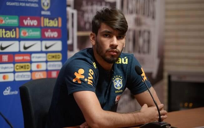 Lucas Paquetá falou em entrevista coletiva sobre o peso de usar a camisa 10 da seleção brasileira