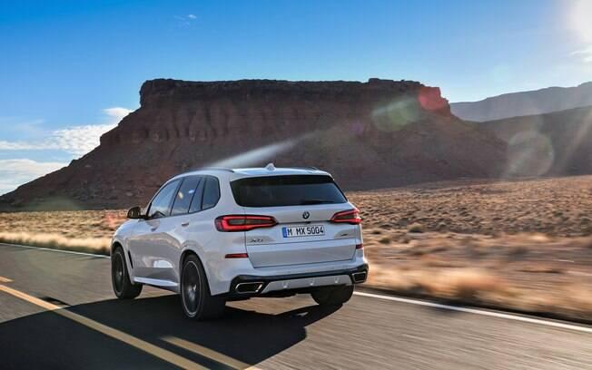Traseira da nova geração do SUV da marca alemã passa a ter uma nova identidade visual, com lanternas estreitas