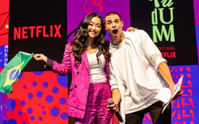 Lana Condor e Noah Centineo no TUDUM Festival Netflix