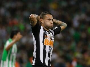 Nicolas Otamendi, of Brazil's Atletico Mineiro, gestures during a Copa Libertadores soccer match against Colombia's Atletico Nacional, in Medellin, Colombia, Wednesday, April 23, 2014. (AP Photo/Ricardo Mazalan)