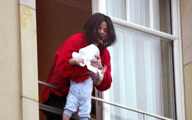 Michael Jackson colocou filho mais novo para fora de janela