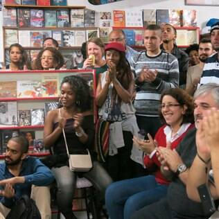 Sarau Suburbano Convicto: casa cheia de autores amadores e profissionais