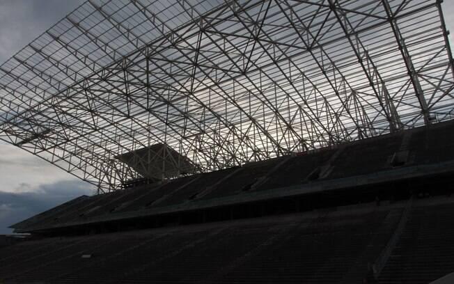 Módulos da cobertura das arquibancadas leste  e oeste foram concluídos