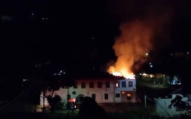 Fazenda da Grama, propriedade construída no século 19, pego fogo na noite de sábado, dia 21
