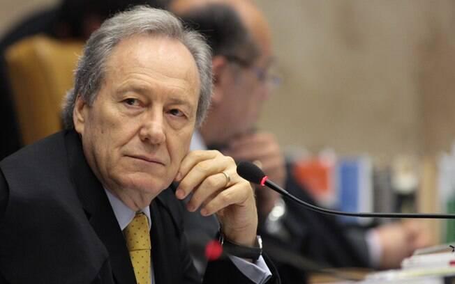 O ministro do STF Ricardo Lewandowski é o relator do caso que vai analisar se as públicas podem cobrar pela pós; julgamento pode ocorrer a qualquer momento