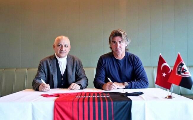 Sá Pinto é anunciado pelo Gaziantep, da Turquia: 'Muito feliz e orgulhoso por liderar esta equipe'