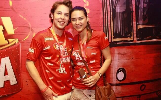 Fernanda Machado levou o namorado para conhecer o carnaval em 2012, em um dos camarotes da Sapucaí