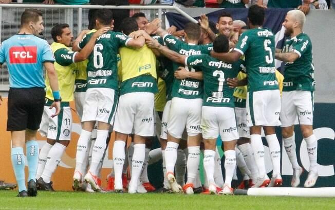 Após vencer o Botafogo, o Palmeiras abriu 4 pontos de vantagem para o Atlético-MG. Portal especializado em estatísticas aponta o Verdão como provável campeão Brasileiro, com 62% de chances de título.