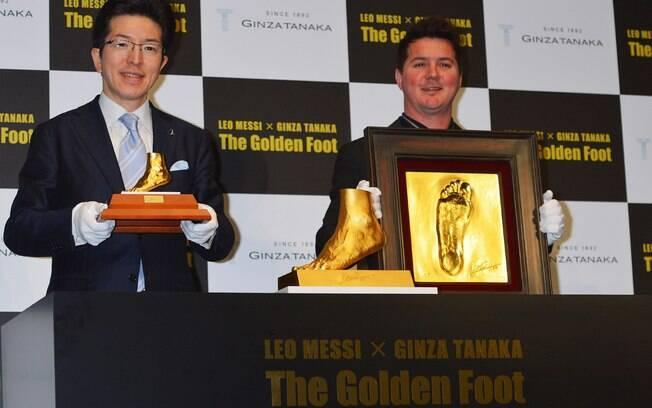 Além do pé de ouro, foram feitos 50 quadros  com o molde da planta do pé de Messi