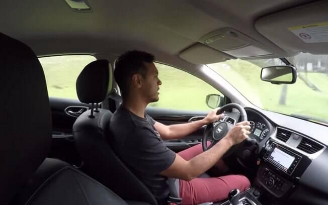 Nota-se bastante qualidade e ergonomia afiada ao volante do Nissan Sentra. Siga lendo as impressões