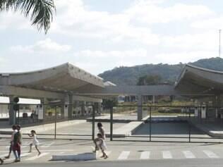 Cidades - Sarzedo - MG Terminal Rodoviario em Sarzedo e fechado apos reclamacao de usuarios de onibus  FOTO: FERNANDA CARVALHO / O TEMPO - 21.07.2014