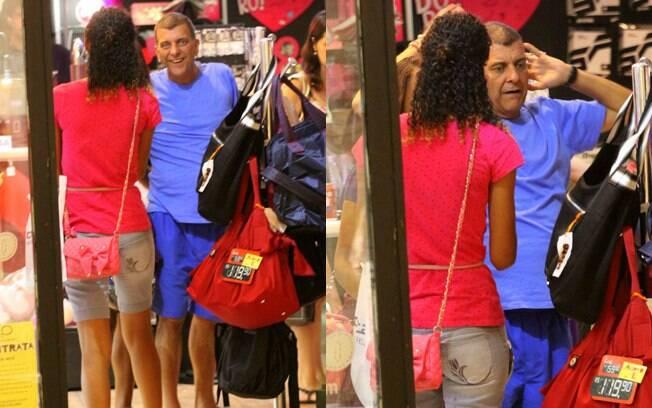 Jorge Fernando faz compras no shopping da Gávea