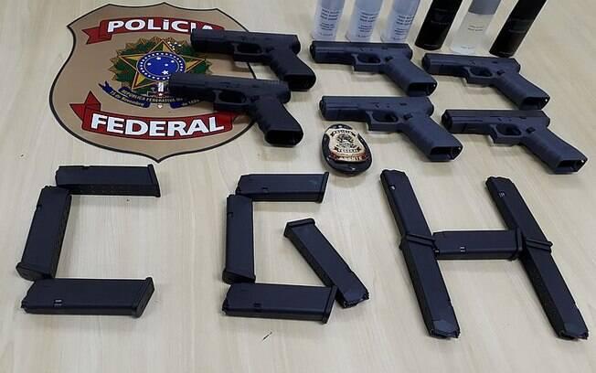 Apreensão das pistolas Glock foi feita durante uma fiscalização de rotina nas bagagens despachadas