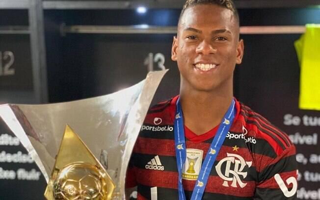 Jovem acertou a saída do Flamengo