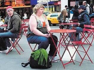 """Repulsa. A fotógrafa norte-americana Haley Morris-Cafiero criou o projeto """"Wait Watchers"""" após flagrar um olhar de repulsa de um homem enquanto trabalhava"""