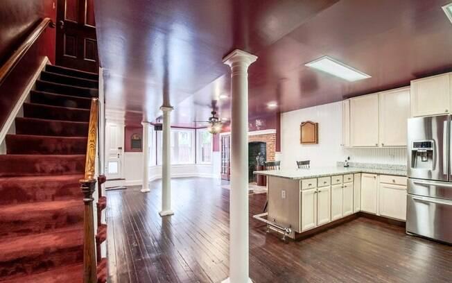 Apesar de só a fachada aparecer na série, os interiores da casa mostrada na televisão foram inspirados na decoração real