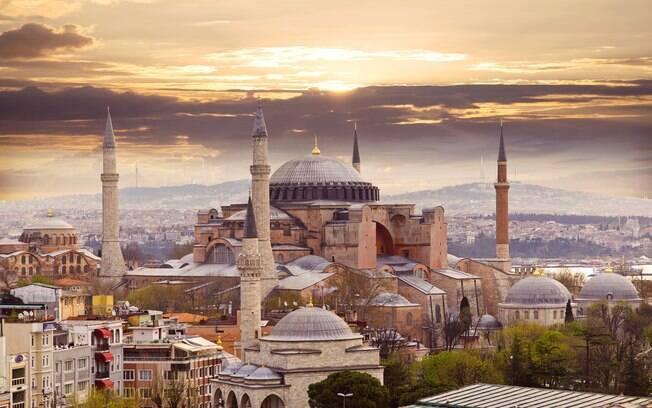 Istambul, maior cidade da Turquia, promove uma grande efervescência cultural, religiosa e histórica