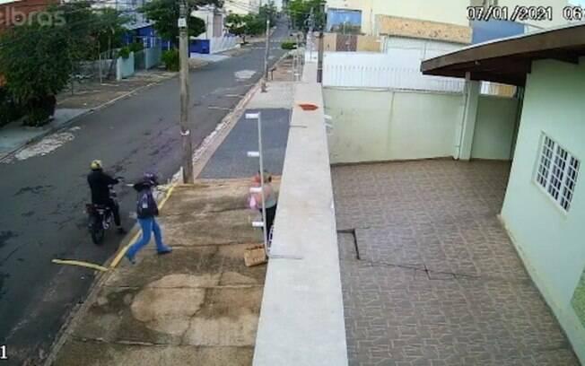 Cuidadora de idosos  assaltada na Vila Mimosa