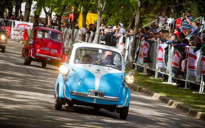 Desfile de raridades sobre rodas, como o pequeno Romi-Isetta, faz parte das atrações do evento na Argentina