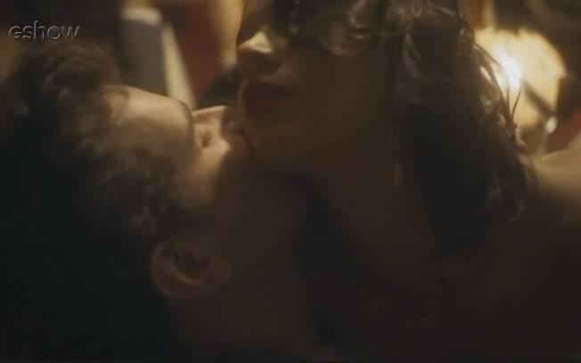 Daniel de Oliveira e Bruna Marquezine vivem amor intenso em