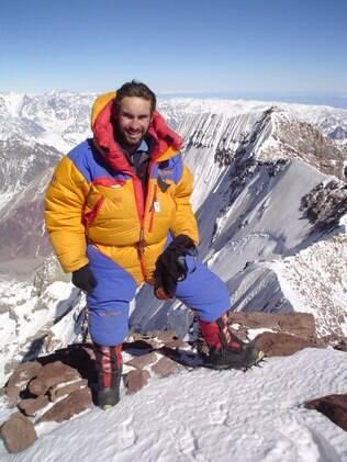 No cume do Aconcágua, em 2004, para testar roupas e equipamentos que seriam usados na expedição do Everest, no ano seguinte