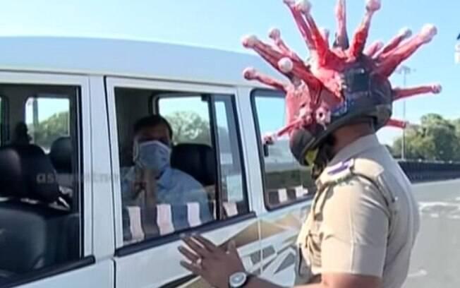 Rajesh Babu estilizou um capacete com o tema