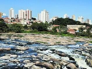 Vazio. O rio Piracicaba está com baixa vazão de água e prejudica abastecimento de várias cidades