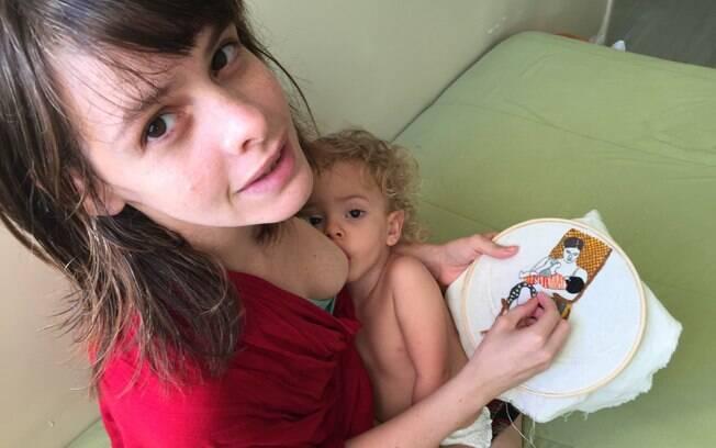A pernambucana Clara Nogueira usou o tempo em casa para desenvolver o seu projeto com bordados